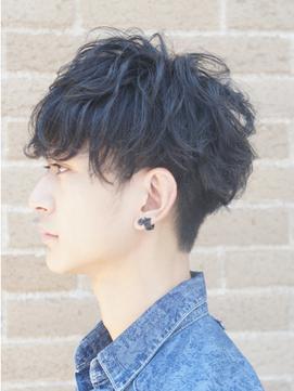 黒髪ツーブロックマッシュ
